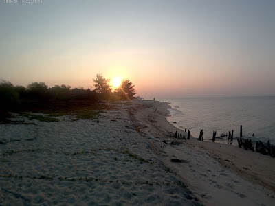 Pesona pantai merapin