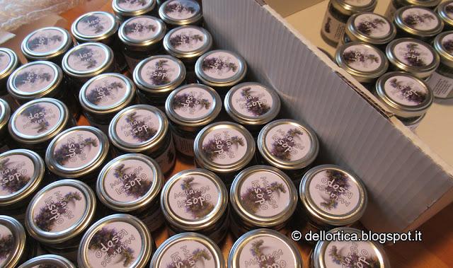 sali aromatici sale aromatizzato melange all'issopo, al timo, alla maggiorana dell'azienda agricola dell'Ortica a Savigno Valsamoggia Bologna in appennino vicino Zocca