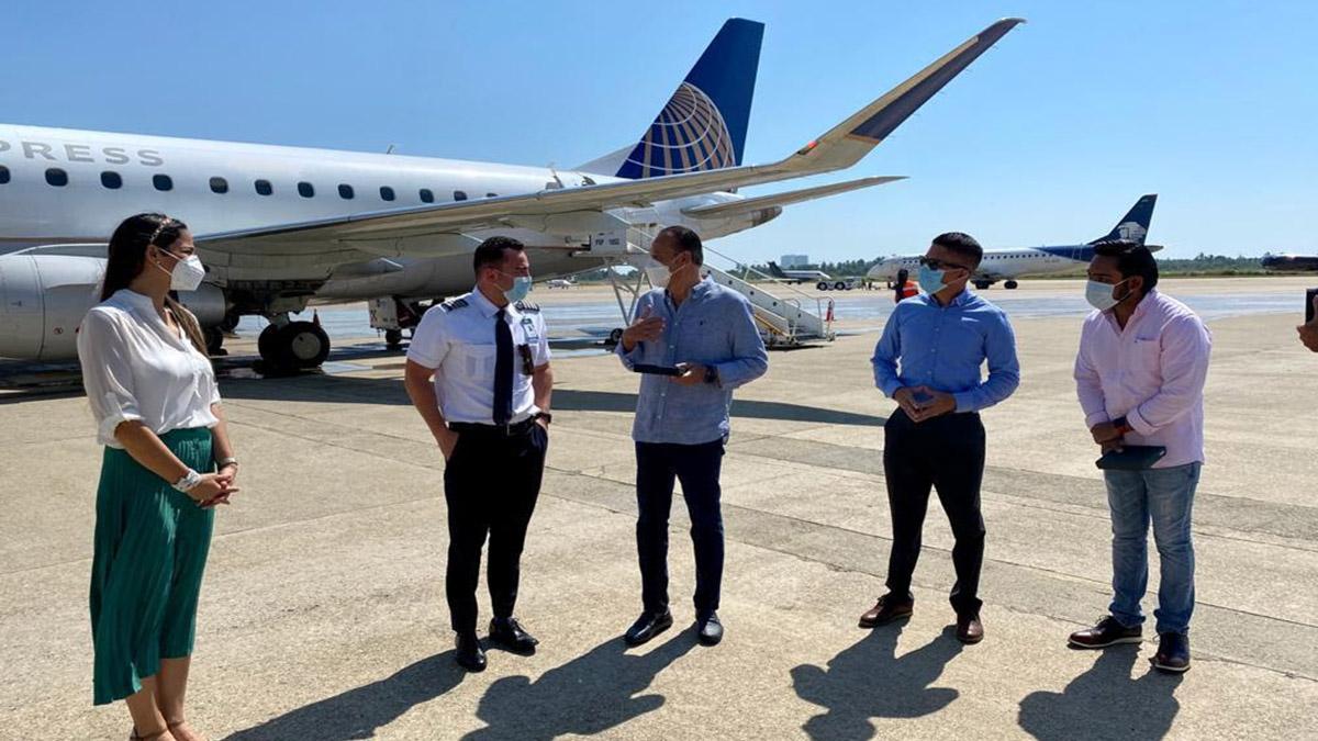 UNITED AIRLINES CONECTIVIDAD INTERNACIONAL ACAPULCO HOUSTON 01