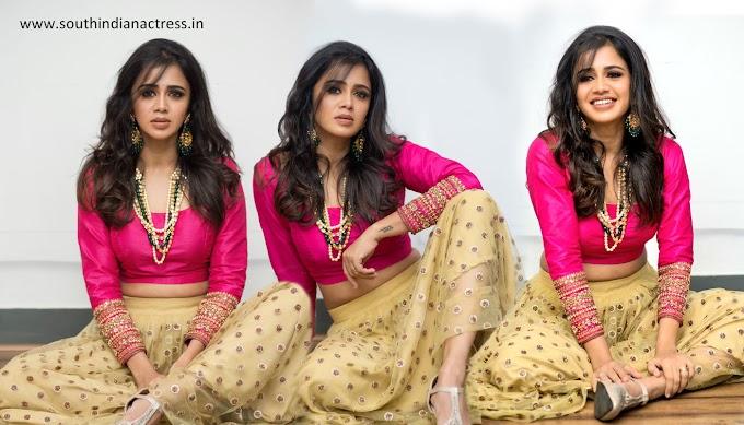 VJ Anjana Rangan Beautiful Hot Photos in Lehenga