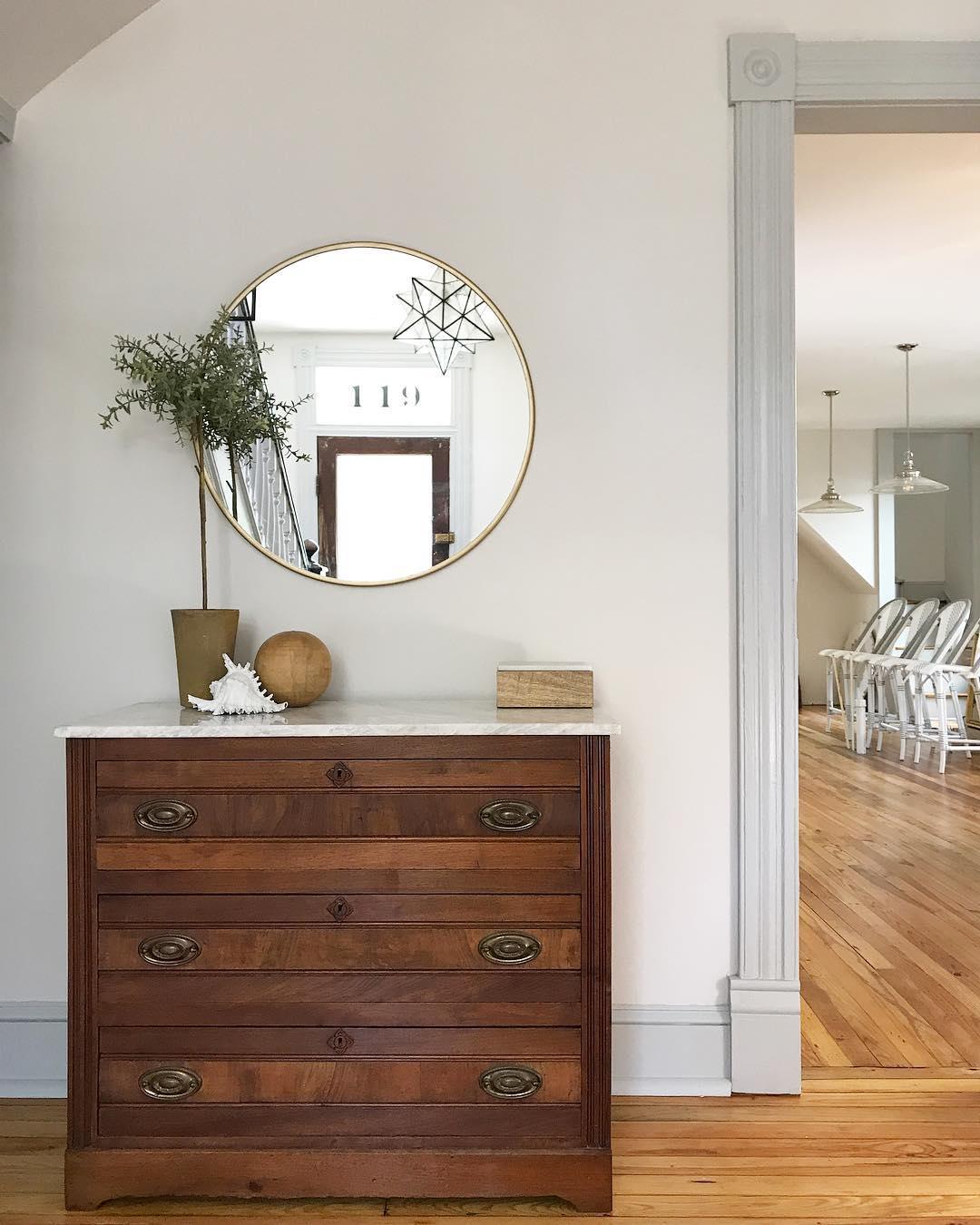 YHL: light walls, dark trim