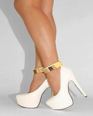 tacones blanco y dorado cerrado elegantes de moda