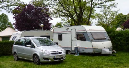 Parcela del camping de Luynes.
