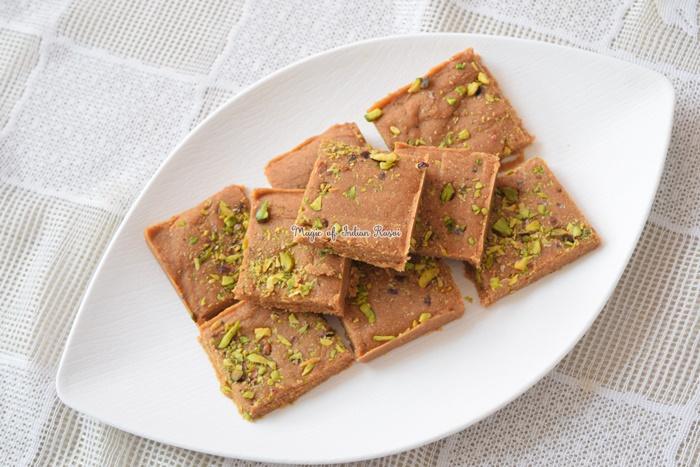 Gujarati Dry Fruits Sukhdi - Gur Papdi - Golpapdi Recipe - गुजराती ड्राई फ्रूट्स सुखड़ी - गुड़ पापड़ी - गोल पापड़ी  रेसिपी - Priya R - Magic of Indian Rasoi