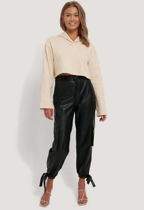 NA-KD Pantaloni de piele ecologica cu mansete cu snururi