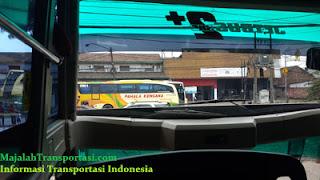 pemandangan dari kursi depan bus shd