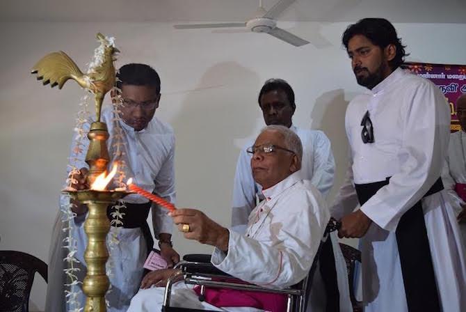 ஆயர் இராயப்பு யோசேப்பு ஆண்டகை மறைந்தார். - www.pathivu.com