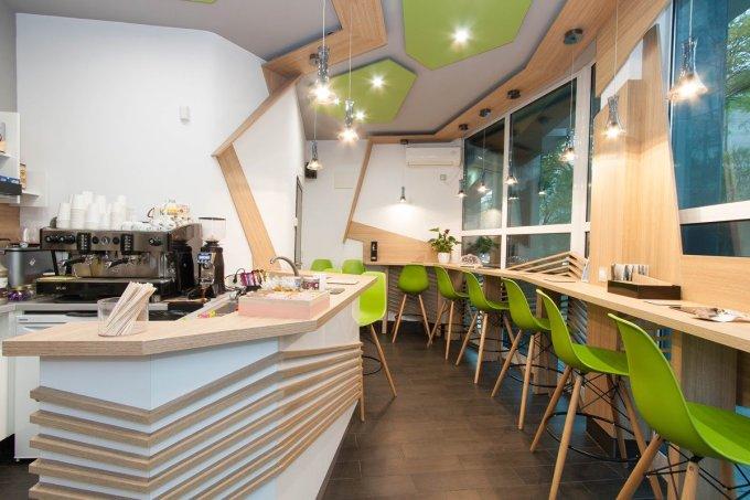 Desain cafe klasik minimalis