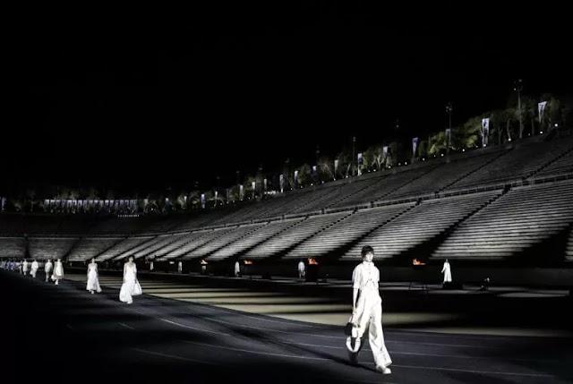 DIOR «MADE IN GREECE»: ΟΙ ΛΑΜΠΕΡΕΣ ΕΜΦΑΝΙΣΕΙΣ ΤΩΝ ΠΡΟΣΚΕΚΛΗΜΕΝΩΝ ΚΑΙ ΟΙ ΕΝΤΥΠΩΣΙΑΚΕΣ ΣΤΙΓΜΕΣ