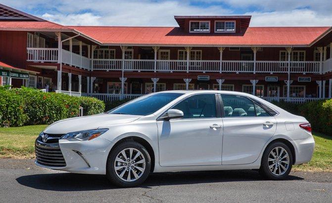 Xe sedan cỡ trung tốt nhất: Toyota Camry