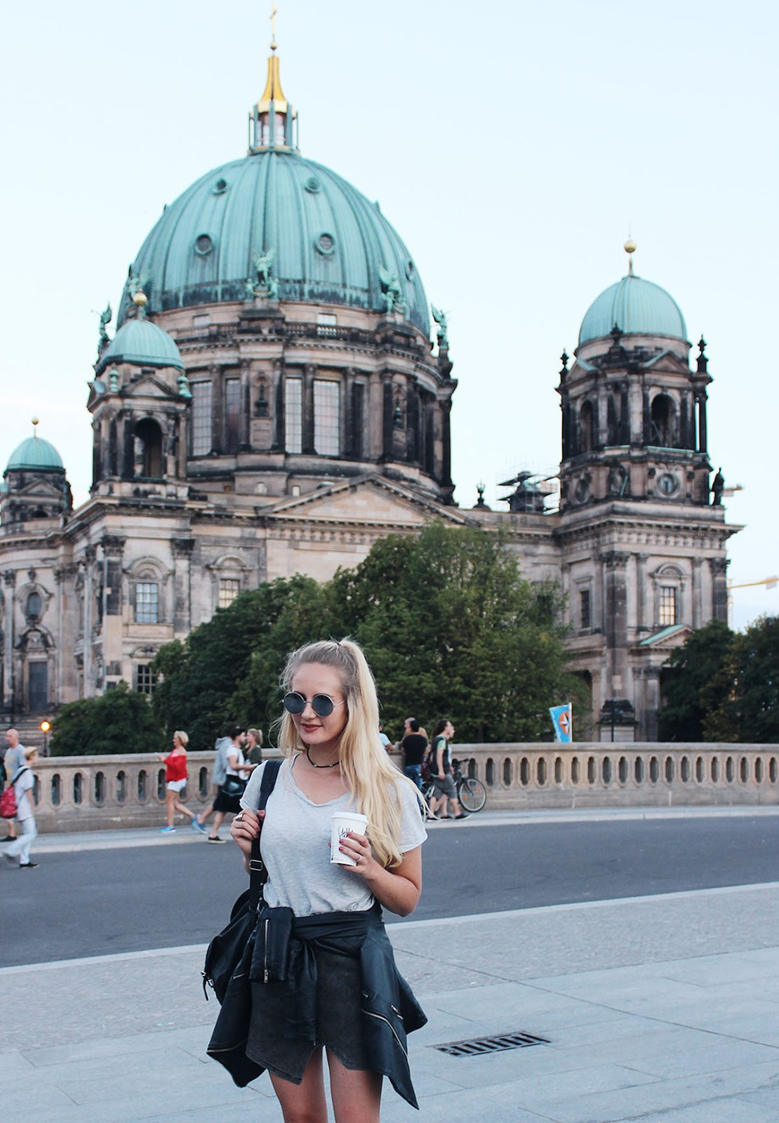 Berlin Streetstyle, Berliner Dom, Fashionblog, round sunglasses, leatherjacket