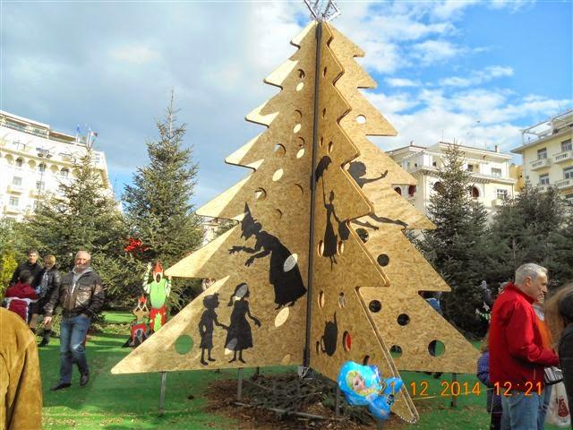 Μάγισσσες, Ξωτικά και Δαιμονικές Μορφές πάνω στο «Χριστουγεννιάτικο Δέντρο» που έστησε ο Μπουτάρης στην Θεσσαλονίκη!!! - ΔΕΙΤΕ ΦΩΤΟΓΡΑΦΙΕΣ