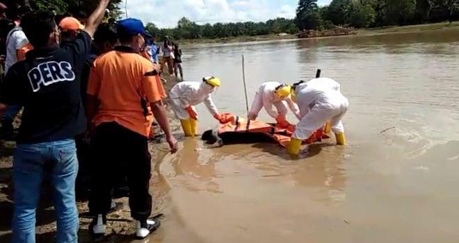 INFO KAGET !!! Telah Ditemukan MAYAT Tanpa Identitas Mengambang Di Sungai Batang TEBO