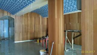proyek pemasangan dinding kayu Jati di Bali