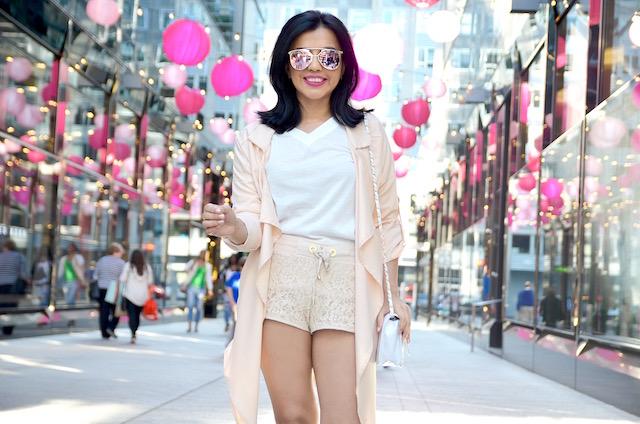 Neutral Color Outfit-MariEstilo-ArmandHugon-CNDirect-Shorts nude-look del día-moda el salvador-camisa blanca, lentes de sol, plataformas