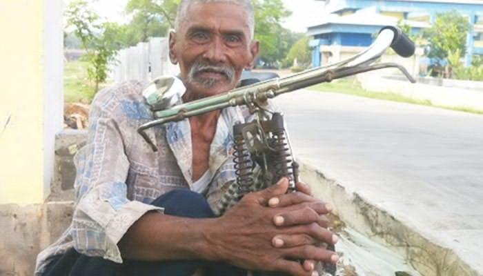 Usia 75 Tahun,Mengayuh Sepeda Demi Nafkahi Keluarga