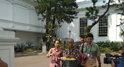 Presiden Jokowi mengundang Usma Pedagang Korban Rusuh 22 Mei Diberi Uang dan Baju