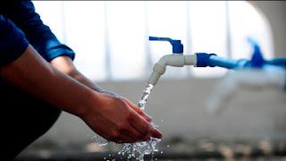 Los vecinos de Media Agua continúan preocupados por la falta de un buen servicio de agua potable ya que en algunas zonas la presión no es suficiente.