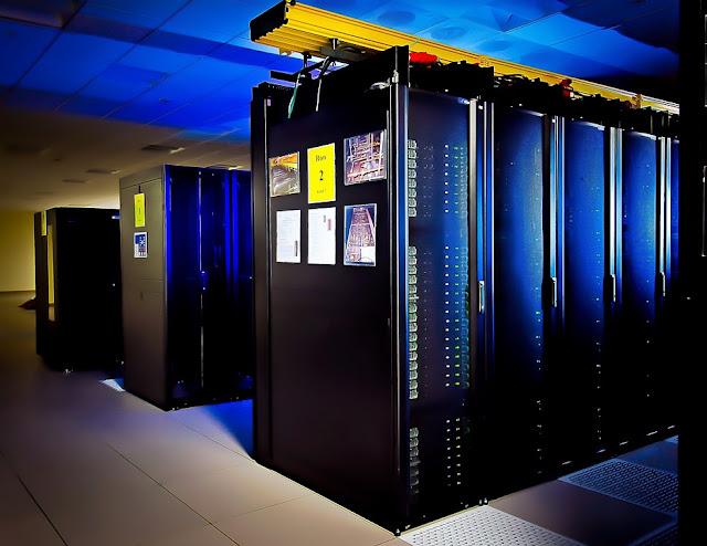 supercomputer by skeeze (pixabay)