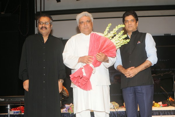Sonu Nigam and Javed Akhtar at Jagjit Singh's brother Kartar Singh's book launch