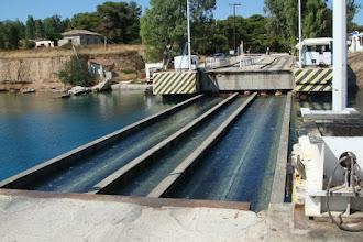 Η βυθιζόμενη γέφυρα στην Κόρινθο - Βουλιάζει και αναδύεται (ΦΩΤΟΣ+ΒΙΝΤΕΟ)