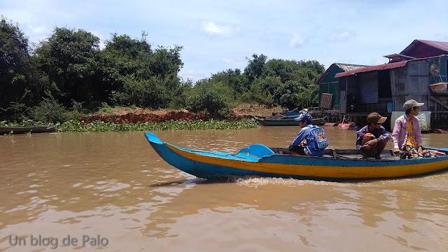 Chong Kneas (Camboya) pueblo flotante