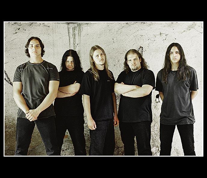 ecfe9e427a Az est fő attrakciója a Casketgarden koncertje lesz. Az 1998-ban alakult,  brutális death/thrash metalját szomorkás, szívfájdító dallamokkal kombináló  ...