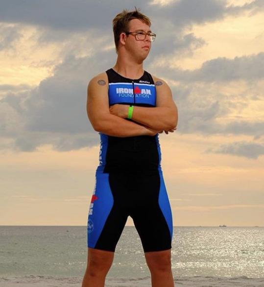 Chris Nikic: 1º atleta com síndrome de Down a completar um Ironman