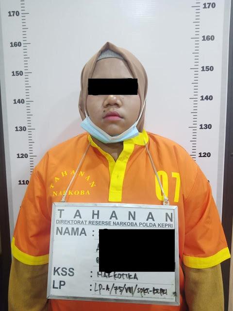 Bawa Putaw di Dalam Kota Handphone, Seorang Wanita Diamankan Ditresnarkoba Polda Kepri