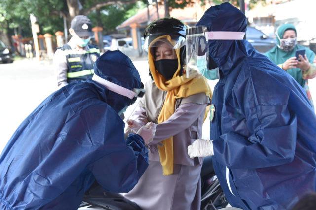 Bhakti Sosial Rapid Test Covid 19 Drive Thru Polresta Cirebon Dalam Rangka Hari Bhayangkara Ke 74