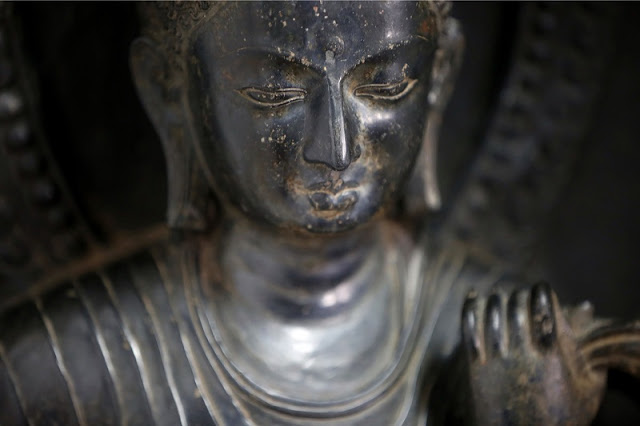 New York Met returns stolen idols to Nepal