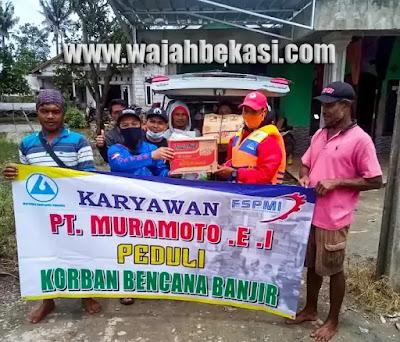 Karyawan PT. MEI Bantu Warga Begedor Muaragembong Yang Terdampak Banjir