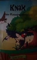 ein Katastrophenvogel sitzt im Baum