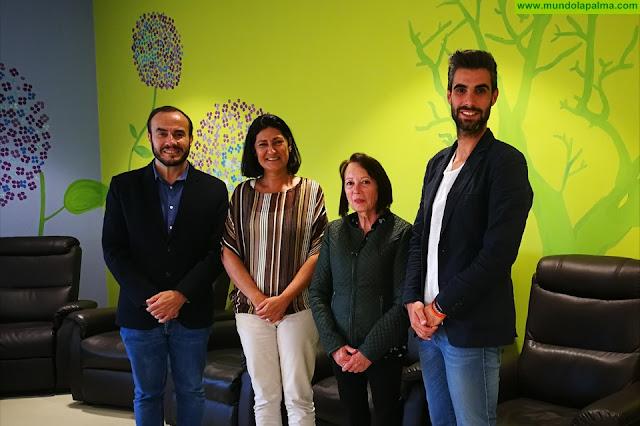 La Directora General de Dependencia y Discapacidad del Gobierno de Canarias visita la sede de AFA La Palma