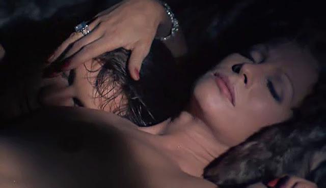 woman upskrt hairy pussy pee