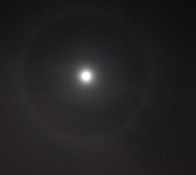 moon halo 4/12/2017