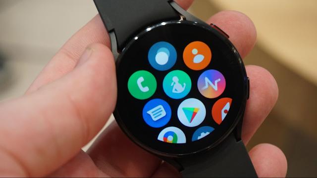 يعمل تحديث Galaxy Watch 4 الجديد على تحسين ميزة الحافة الافتراضية التي تعمل باللمس