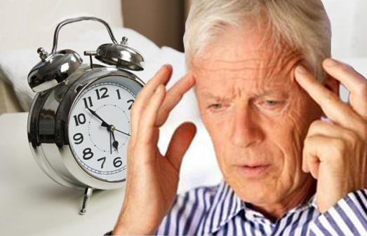 Mất ngủ khiến người già cảm thấy vô cùng mệt mỏi