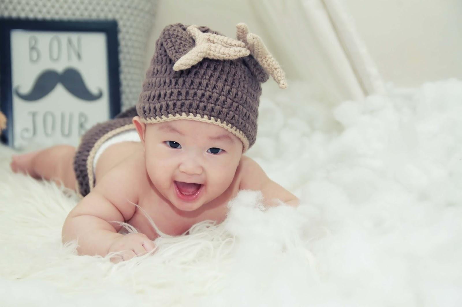 smiling baby wallpaper