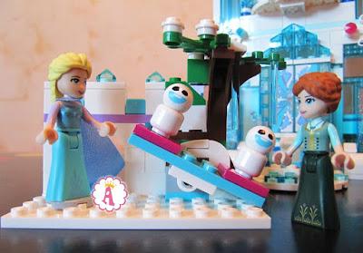 Анна и Эльза на игровой площадке Лего