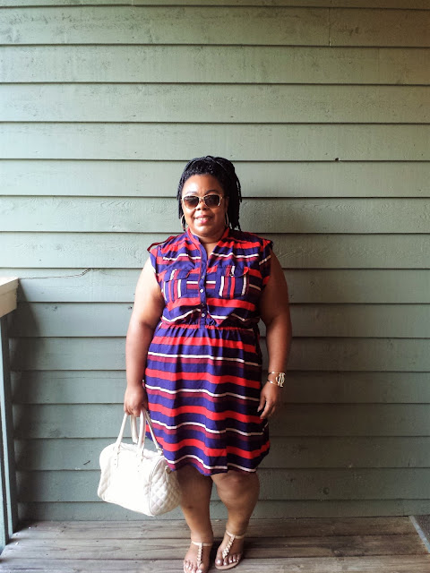 Curvy blogger, striped dress, thong sandals, nude handbag