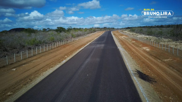 Trecho da rodovia que liga Santa Cruz do Capibaribe e Barra de São Miguel está em fase de conclusão do asfaltamento