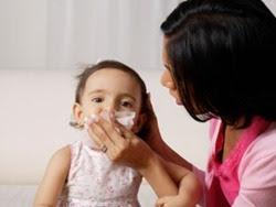 Chăm sóc trẻ bị ho cảm tại nhà