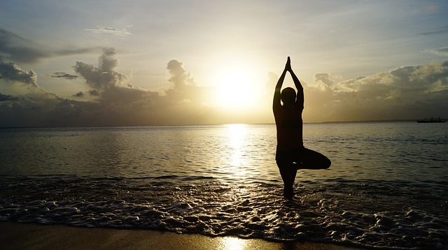 olahraga yoga sebagai peninggi badan