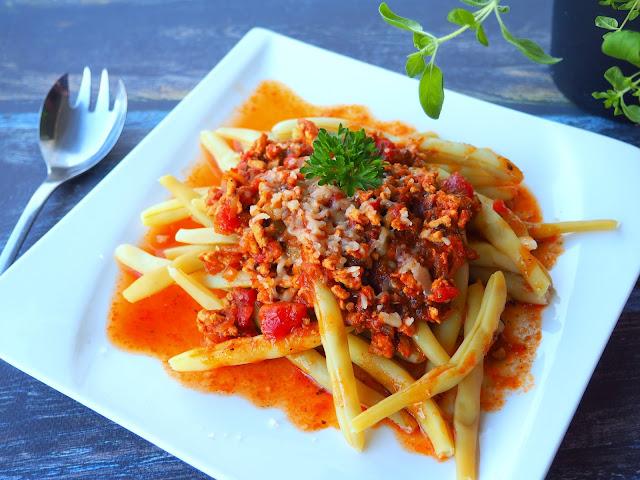 Fasolka szparagowa z mięsnym sosem pomidorowym