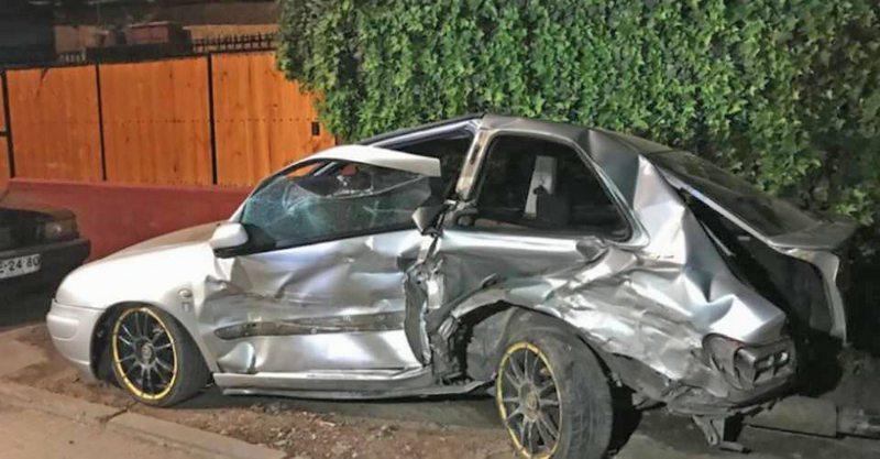 Auto que huía de Carabineros chocó a otro donde iba pareja con su niño