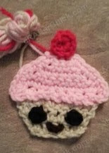 http://translate.googleusercontent.com/translate_c?depth=1&hl=es&prev=/search%3Fq%3Dhttp://crafterchick.com/gavins-dinosaur-friend-beanie-hat-crochet-pattern/%26safe%3Doff%26biw%3D1429%26bih%3D984&rurl=translate.google.es&sl=en&u=http://crafterchick.com/happy-cupcake-applique-crochet-pattern/&usg=ALkJrhhipGyAzcZQQAB1b9_cPj0qqpLu2Q