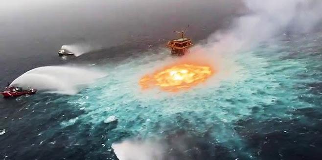 Messico, un guasto all'oleodotto: un «occhio di fuoco» sulle acque del Golfo (VIDEO)