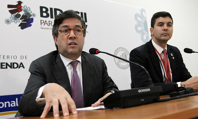 Image Attribute: Luis Alberto Moreno, President of the Inter-American Development Bank, speaks next to Paraguayan Finance Minister Santiago Pena at BID's Annual Meeting of the Board of Governors in Asuncion, Paraguay April 2, 2017. REUTERS/Mario Valdez