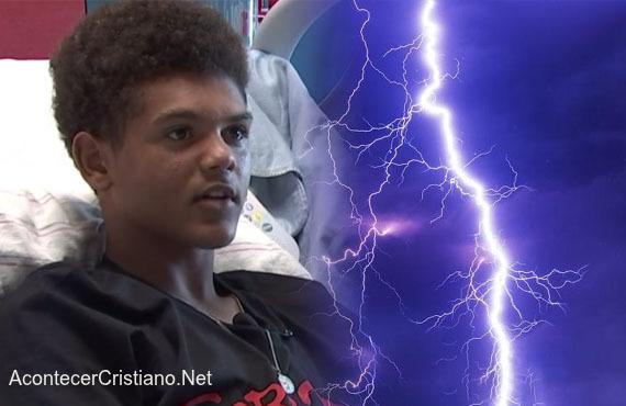 Adolescente se recupera tras el impacto de un rayo